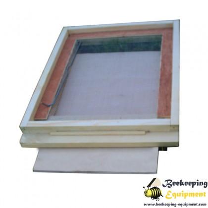Bottom hive ventilated